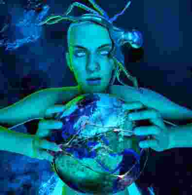 Mavi Ölümlü Dünya (2021)